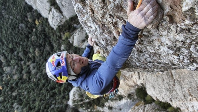 Iker Pou climbing Way of Tarrago Photo Jordi Canyigueral